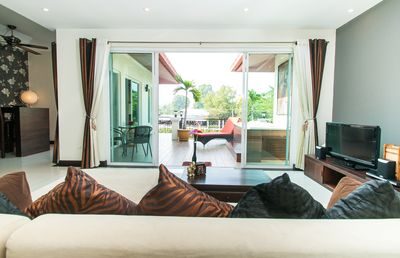 Beautiful Penthouse with jacuzzi and lake view In the middle of Pattaya!