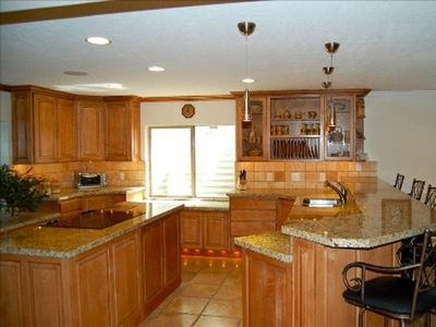Sandy estate rental - Lower Level Kitchen