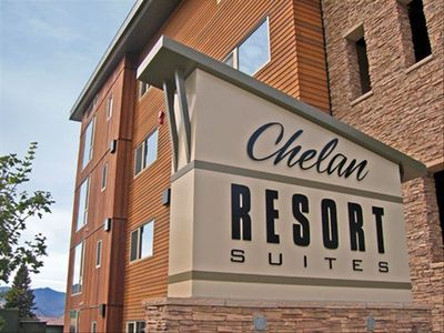 Chelan Resort Suites Legend Sign