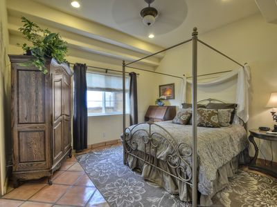 Downstairs master bed w/finest lines,armoire w/tv attached ba(step in shower)
