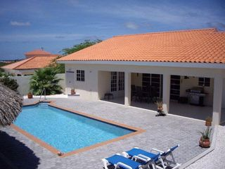 Aruba villa photo - Pool & Porche
