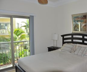 Nassau & Paradise Island townhome photo - 1st floor guest bedroom with queen bed and garden views