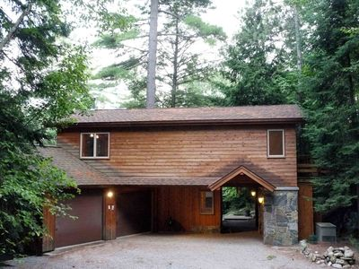 LAKEFRONT FAMILY RETREAT off the beaten track near LAKE PLACID