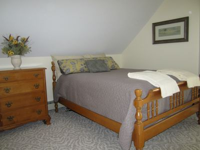 Upstairs lakeside bedroom - double