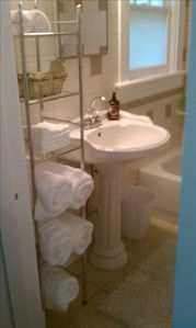 Bath With Pedestal Sink And Luxury Bath Towels