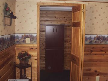 Master Bedroom & Walk In Cedar Closet