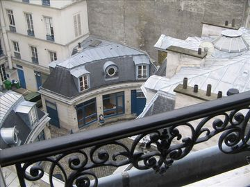 Quiet Studio Steps Away from Champs Elysees with A/C - Balcony