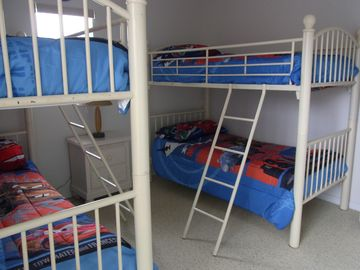 Double Bunks, Cars Theamed
