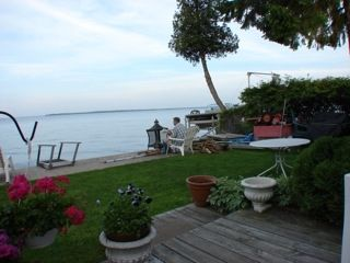 Newmarket bungalow rental - Backyard viewing lake