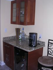 Dupont Circle condo photo - Bar