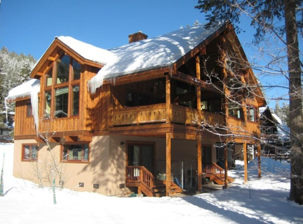 Powder moon lodge our luxury home also vrbo for Luxury winter cabins