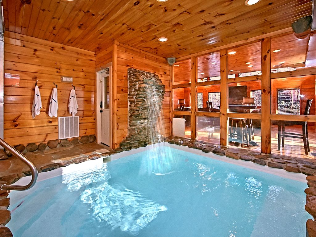 2 bedroom cabin with private indoor pool and vrbo for Private indoor swimming pools