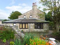 THE FRIENDLY ROOM, luxury holiday cottage in Austwick , Ref 6441