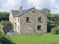 ROWAN HOUSE, pet friendly, with a garden in Giggleswick, Ref 398