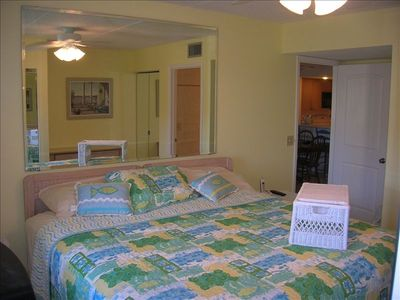Master Bedroom - Very Comfortable Pillow-top King Size Bed!!