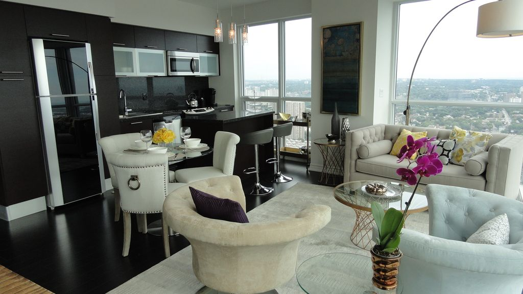 Aura Of Downtown Toronto 3 Bedrms 2 Bath Furnished Luxury Apartment Condo Suite 3 Br Vacation