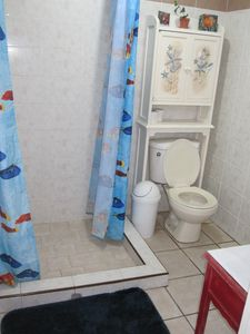 Full bathroom for the bedroom with King & double.