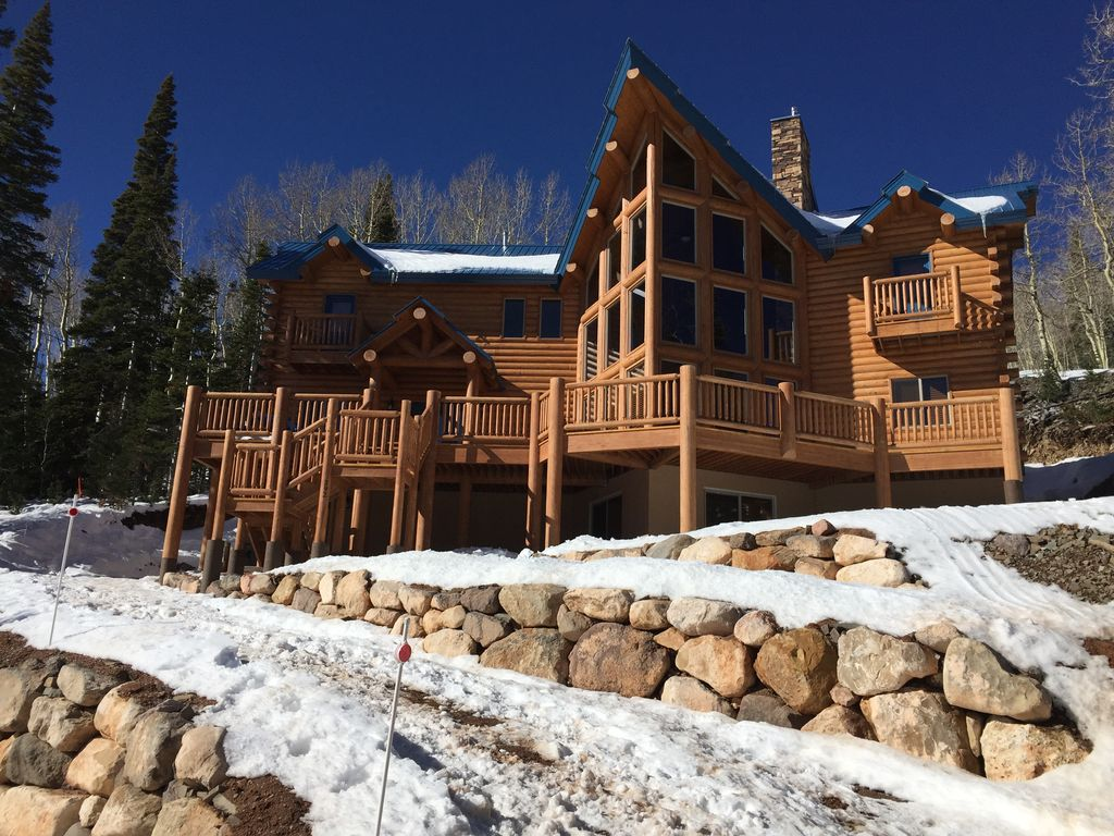 Brand new cabin sleeps 14 18 perfect for vrbo for Perfect cabin