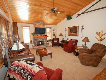Pinetop cabin rental - Family room