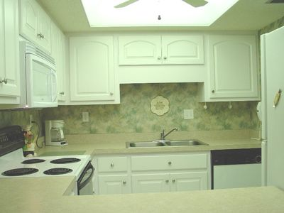 Fully Furnished Kitchen--Micro hood--Dishwasher--Icemaker