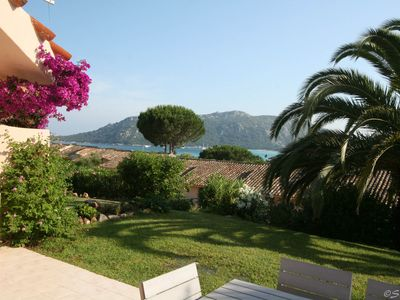 .Charmante Villa in quiet residence overlooking the beach 400m from the sea