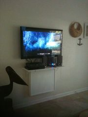 New Smyrna Beach cottage photo - One of the two HDTV's.