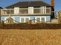 The Suttons Beach House - Camber, on the beach with fantastic sea views