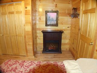 Bryson City cabin photo - Guest Bedroom