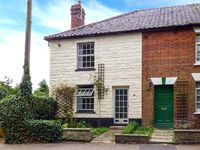 IVY COTTAGE , pet friendly, with open fire in Harleston, Ref 912297