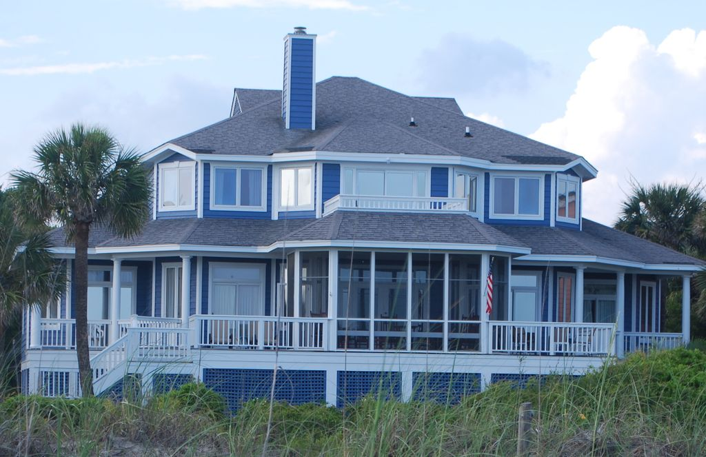 Beautiful beach front 8 bedroom home vrbo for 8 bedroom vacation homes