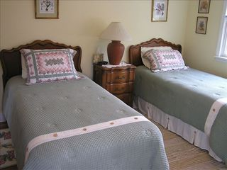 Aquebogue house photo - Twin bed room on second floor