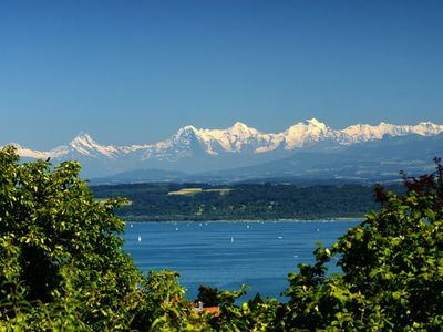 2 bedroom apartment with large garden and a beautiful view of the lake and the Alps