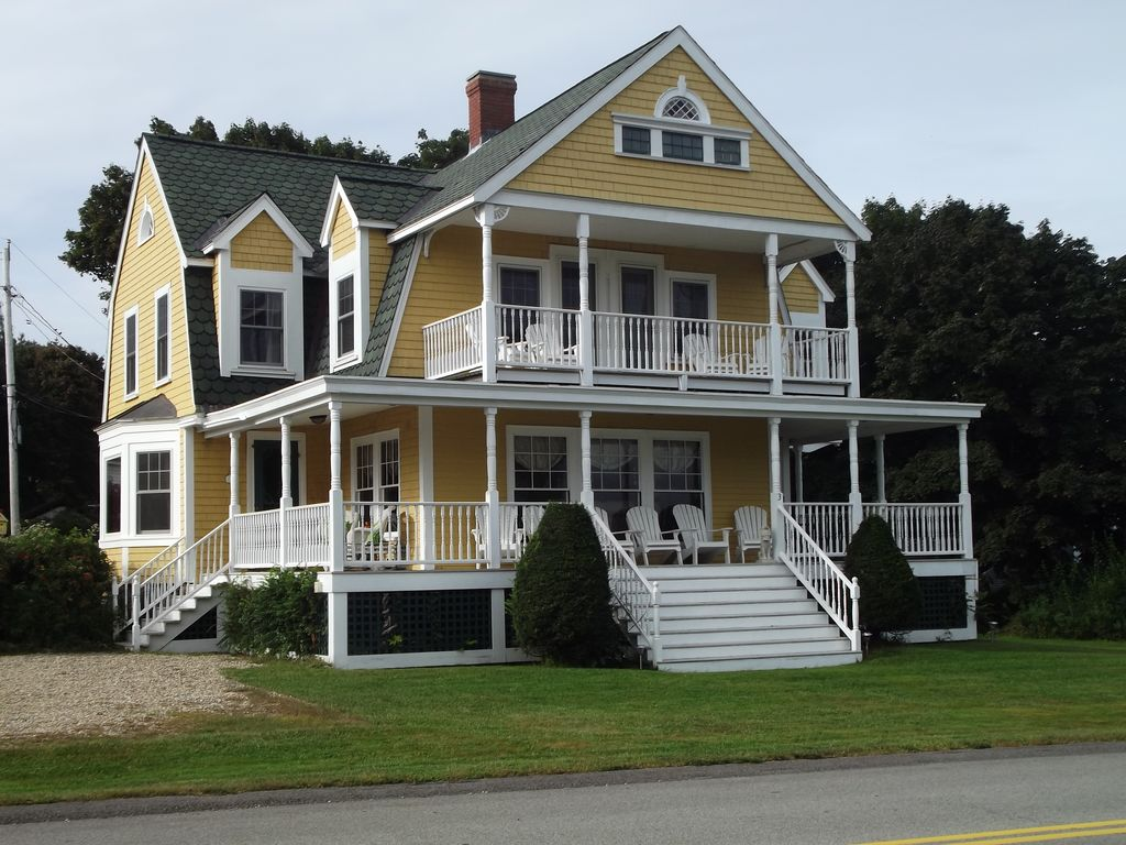 Large victorian beach house with hot homeaway york beach for Large beach house
