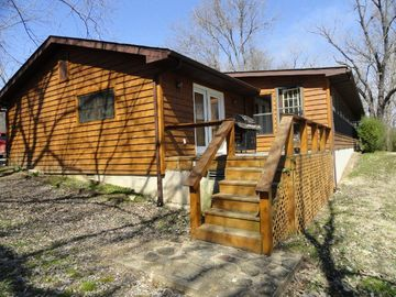 Norfork house rental - 1236 Riverview Dr. is 2,650 sq ft, 3 Bedrooms & 4 beds, and comfortably sleeps 7