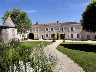 Saint-Jean-d'Angely area chateau / country house rental - Logis Exterior