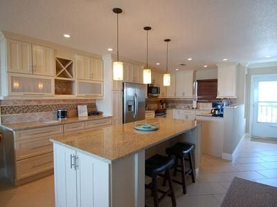 Kitchen / Casual Dining