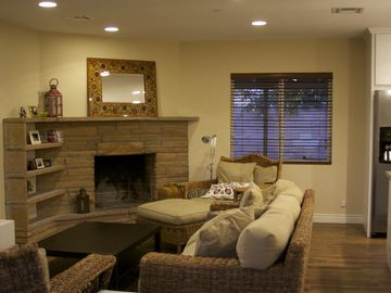 Downtown Scottsdale house rental - Open floor plan with living room and kitchen
