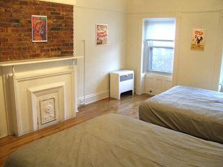 Brooklyn townhome photo - Master BR: (2) Queen-size beds (each sleeps 2); A/C; 2nd closet; ceiling fan...