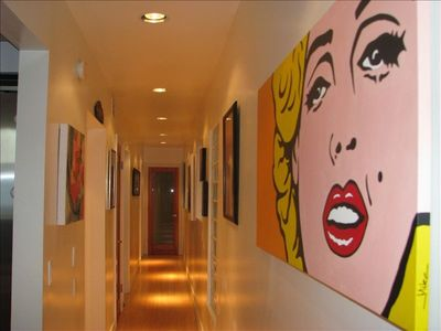 Art Hallway to back bedrooms