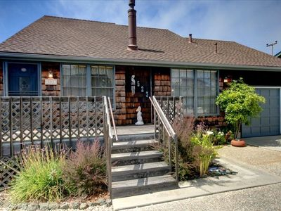 Charming Pelican Cottage by the sea in Cambria.