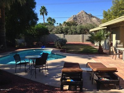 Beautiful garden with plenty of space for entertaining and enjoying the weather!