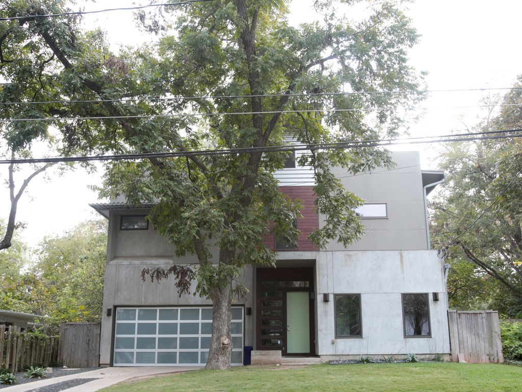 Modern 3-story Gem 7-bedroom with Pool & Hot Tub, 5 minutes from downtown