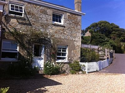 Lovely Cottage With Magnificent Sea Views, Minutes From Beaches & Coastal Path