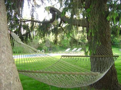 Shady Hammock - Sunny large lawn around pool.