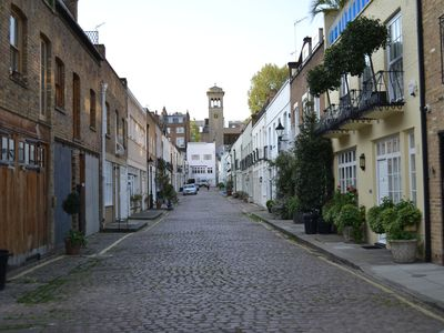 Mews leading to Russian church