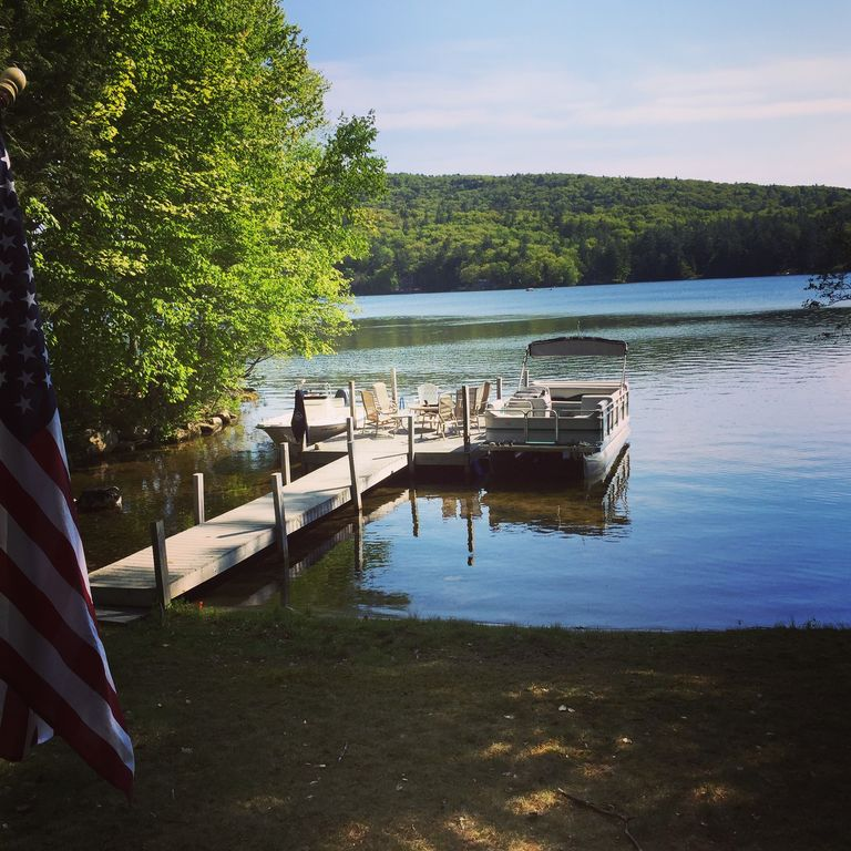4 bedroom 2 bath waterfront lakehouse -Now booking Summer 2018