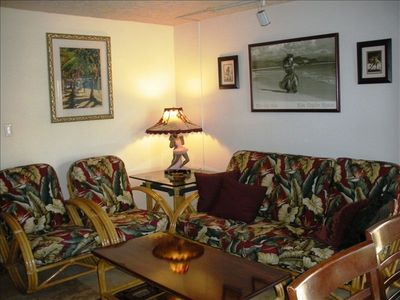 Kihei townhome rental - Tropical vintage type Hawaiian decor to give you a real Hawaiian feel