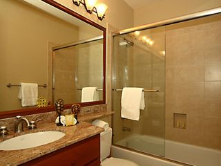 Waikoloa Beach Resort townhome photo - Adjoining upstairs guest bathroom.