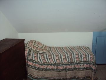 twin bed in smaller bedroom