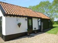 GARDEN COTTAGE, pet friendly in Pulham Market, Ref 17088